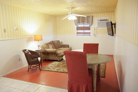 Endearing One Bedroom Condo in Wamego