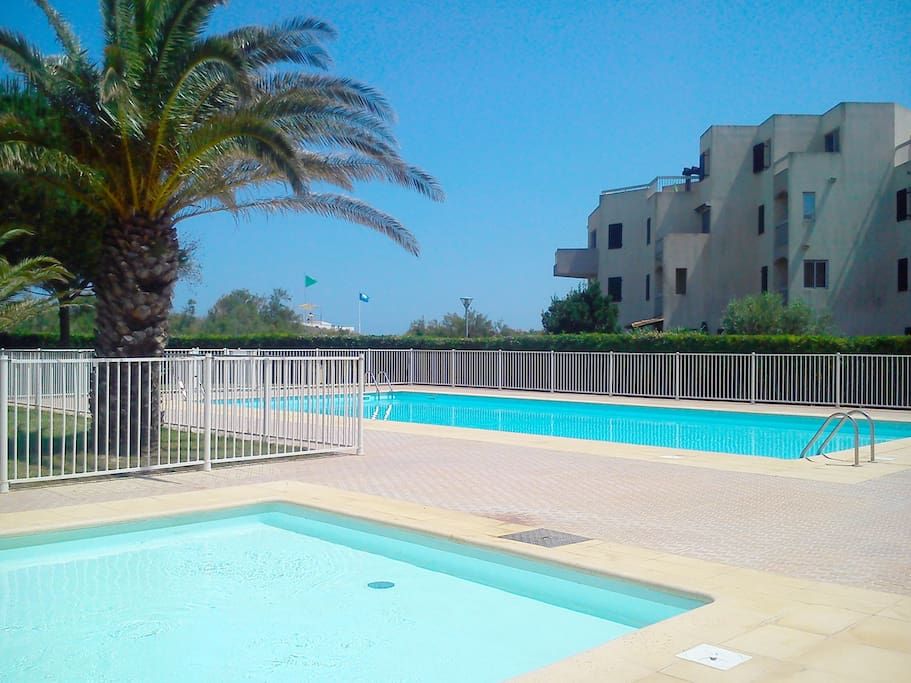 Sur la plage t2 cabine piscine condominiums for rent for La piscine translation