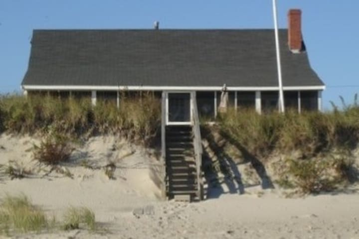 Classic ocean-front cottage ideal for families