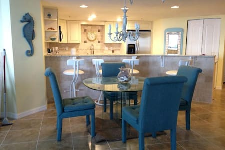 Updated Beach Condo w/ Ocean View - Daytona Beach Shores