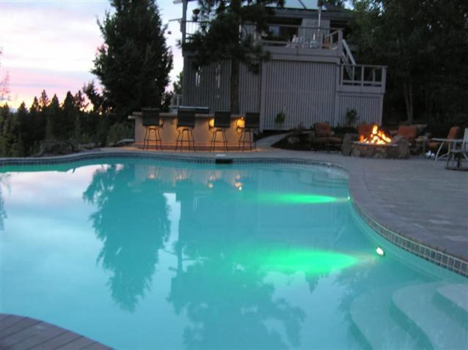 Gorgeous pool and firepit.