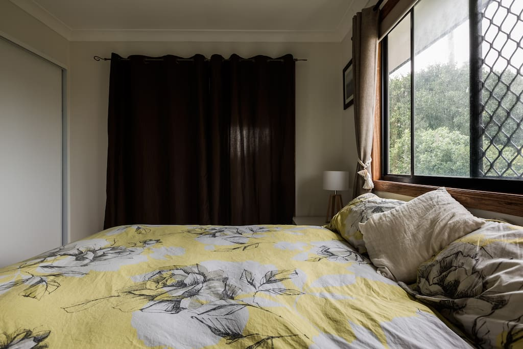 Master with king bed, study off bedroom with room for a porta cot.