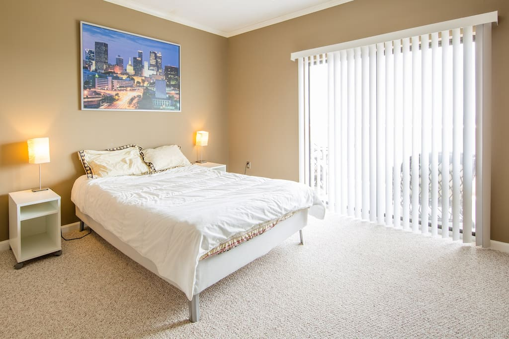 2  Queen Size beds are available in this penthouse