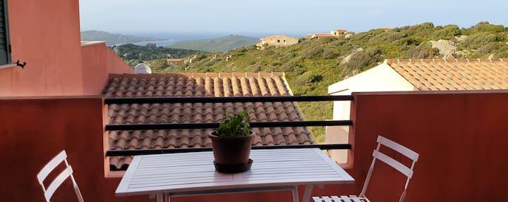 Bilocale con vista panoramica sulla Corsica