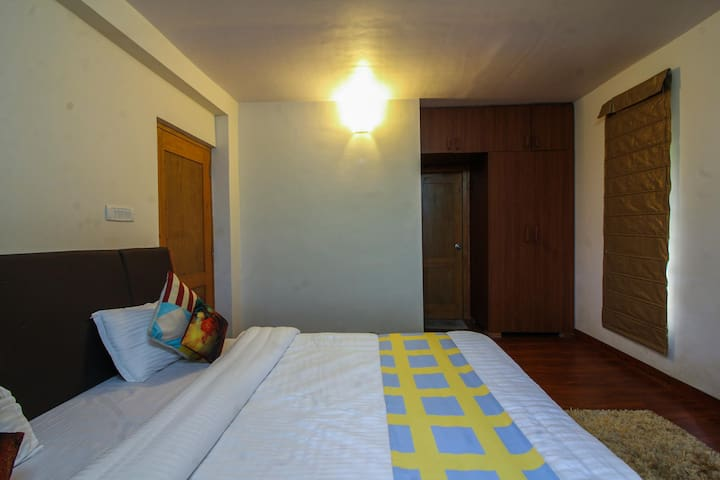 OYO - Cosy 2BR Studio,Near Robber's Cave (Real Steal)☑️