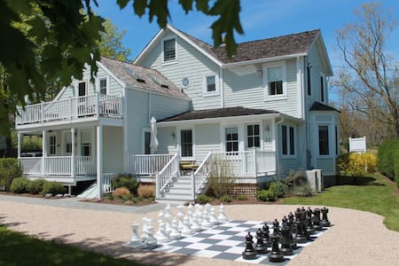 King Deluxe 4 @  LA PETITE MAISON - Shelter Island - Bed & Breakfast