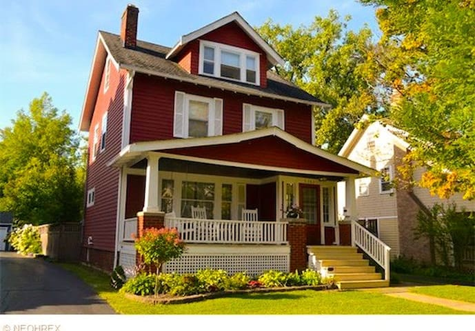BR for 2 in house near CedarLee - Cleveland Heights - House