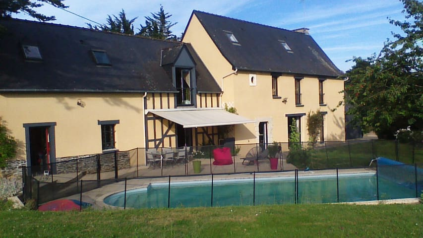 Typical breton renovated farm - swimming pool - Vezin-le-Coquet - Hus