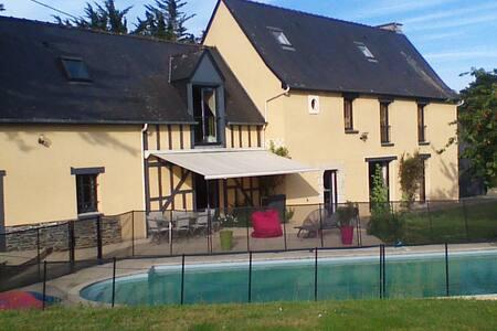 Longère de caractère - piscine - Campagne rennaise - Vezin-le-Coquet - Huis