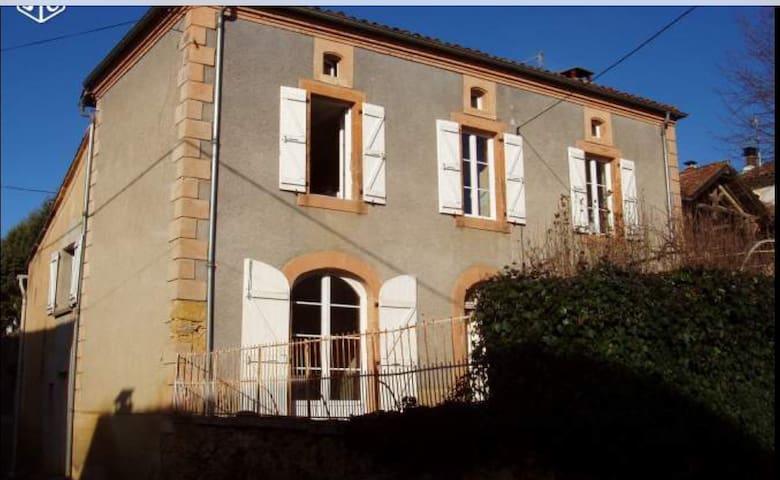 Maison de maître au pied des Pyrénées
