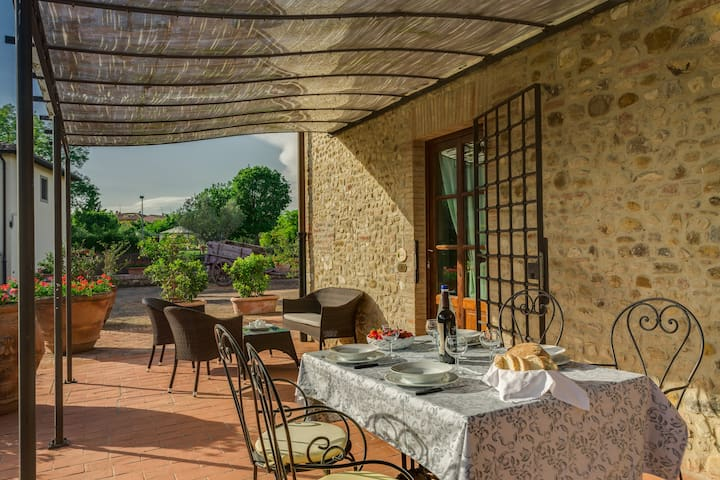 Apartment in the Chianti area. Pool, A/C and Wi-Fi