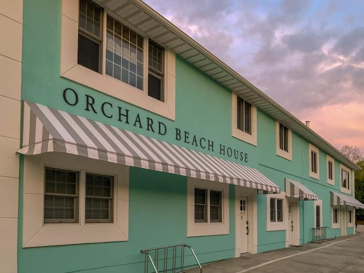 Huge Top Floor condo w/ Hot Tub & Sauna across from Orchard Beach State Park!