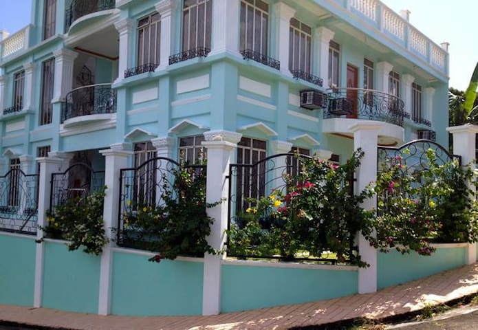 Bayview Res: Double Room w/ Balcony - Legazpi City