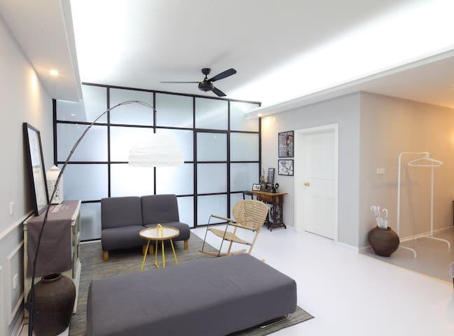 喜喜|南坪地铁口,步行街上,简约北欧,舒适放松房间大,设计师的家
