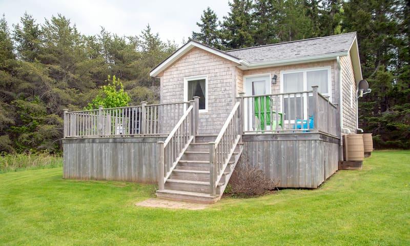 Green Island Getaways - Pine Cabin