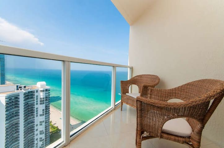Elegant 3 Bedroom Condo in Famous Sunny Isles... - Sunny Isles Beach - Wohnung