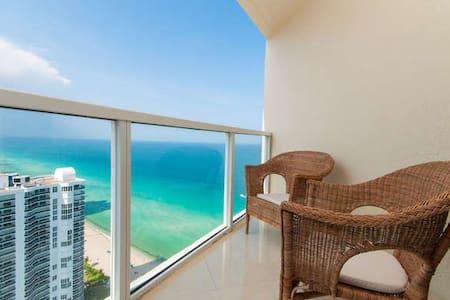 Elegant 3 Bedroom Condo in Famous Sunny Isles... - Sunny Isles Beach - Wohnung