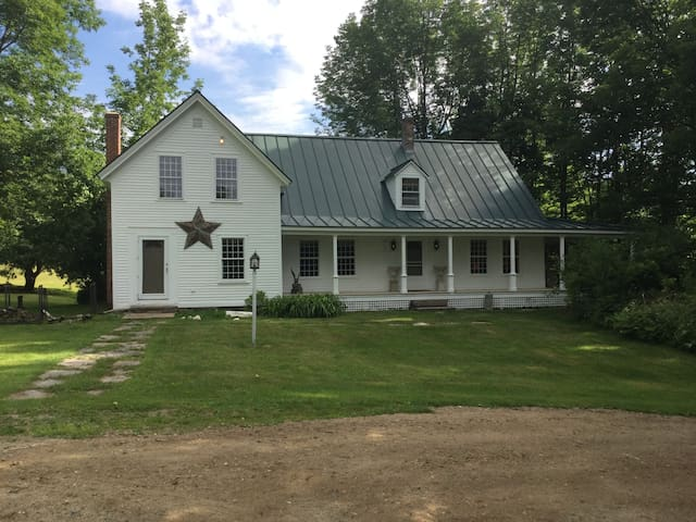 Historic Farm: Views & Quiet, Skiing/Golf, Dining - Chester - House