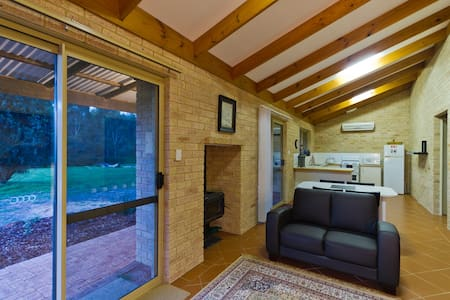 Bramley Wood Cottage - Rosa Brook - 牧人小屋