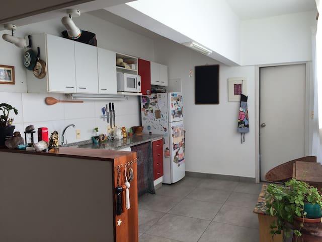 Sunny, confortable, great kitchen - Montevideo - Lägenhet