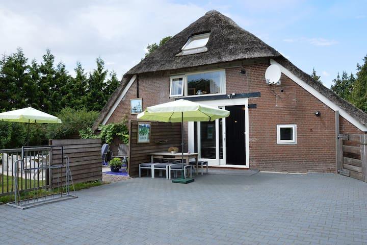 A beautiful, link-detached farm house in the Drentse Wapse