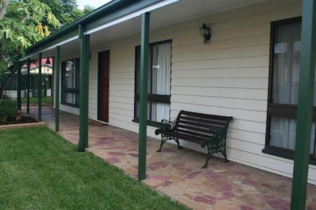 Cosy room in a house near river - Graceville - House