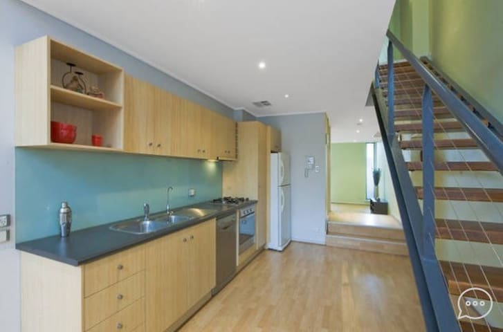 Friendly first class living - includes breakfast - Adelaide - Apartemen