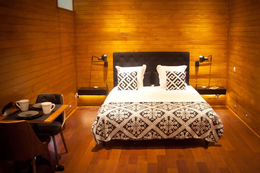 Son lit grande qualité de 160 cm