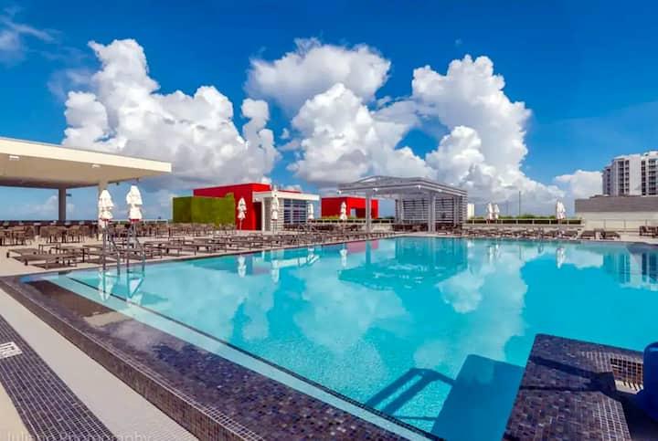 OCEAN VIEW - Beach Resort with Rooftop Pool/Bar