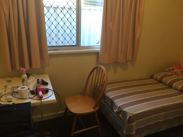 Uwa Room For Rent Crawley