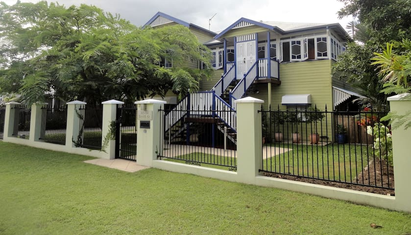Beautiful Apartment in a Classic Queenslander - Cairns North