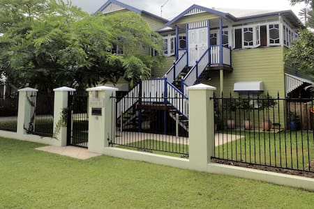 Beautiful Apartment in a Classic Queenslander - Cairns North - Hus