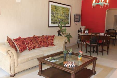 Habitacion en mi hermosa casa hotel - Asuncion - Dům