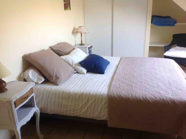 Chambre 2, lit de 160/200 neuf matelas mémoire de forme