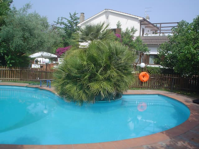 Villa Karola  - Ulivo - Acilia-castel Fusano-ostia Antica - Daire