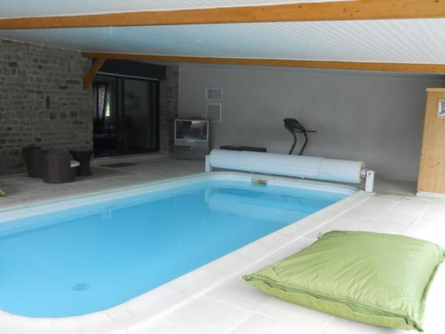 Cottage with private heated pool - Le Val-Saint-Père - Huis