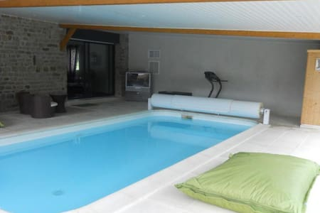 Cottage with private heated pool - Le Val-Saint-Père - House