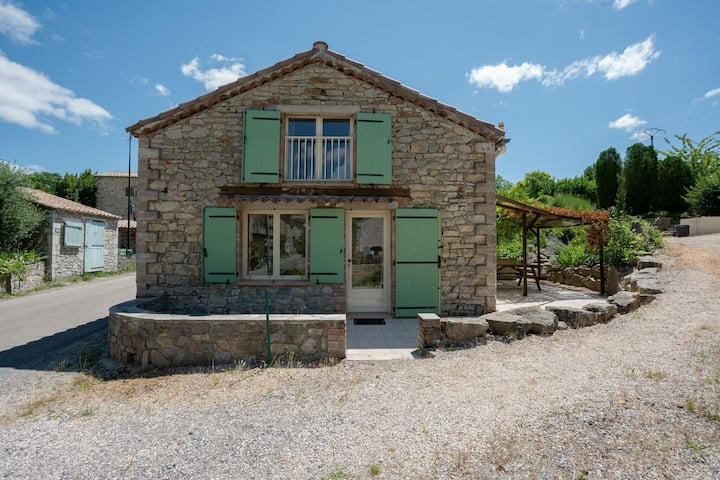 Pretty Holiday Home in Courry with Swimming Pool