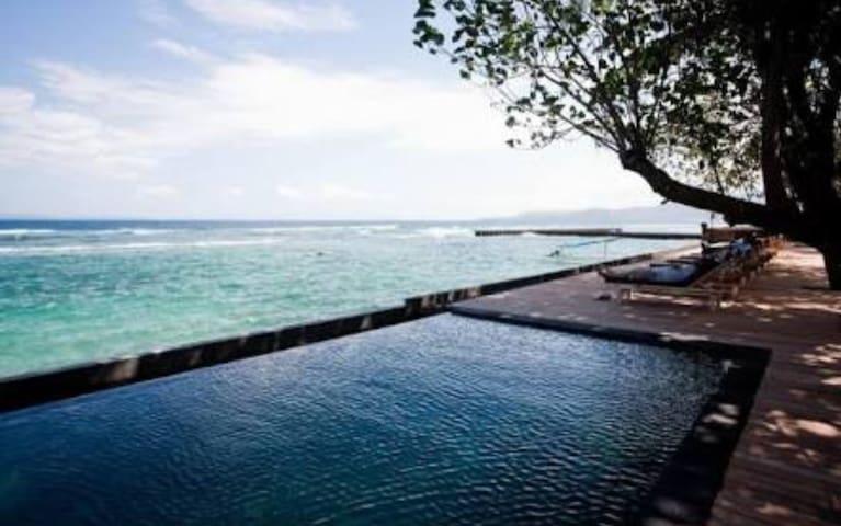 Penginapan  gaya Bali di depan laut relax (819)