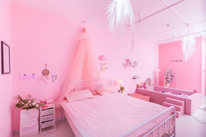 万达广场公寓/紧邻高铁站/飞机场/粉色贝利尼