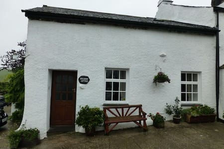 FELLSIDE COTTAGE, Coniston, South Lake District - Casa