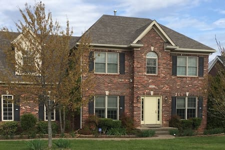 Beautiful Derby Home on the EastEnd - Louisville - Casa