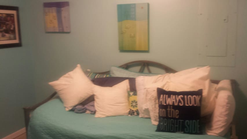 Day bed in bedroom is comfy and has pull out trundle mattress. Closet has lots of shelving. Very cozy.
