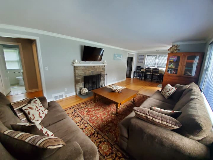 Immaculate Home in PrivateBeach Community Sleeps 6
