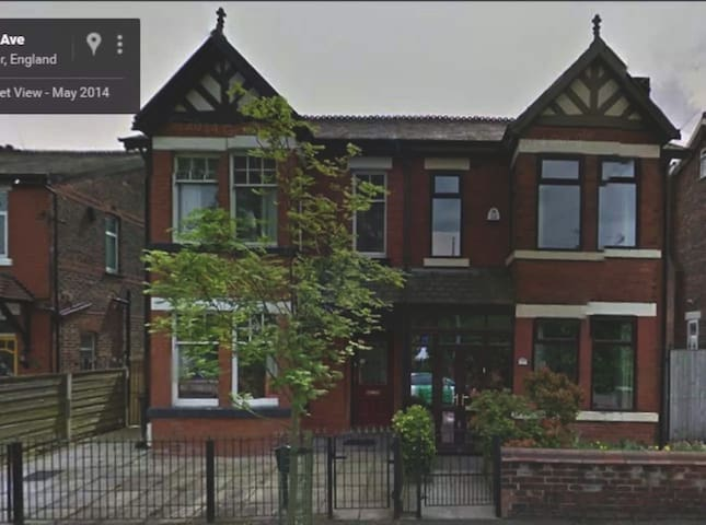 lovely quiet Single Room in Victorian House, M9. - Manchester - Rumah