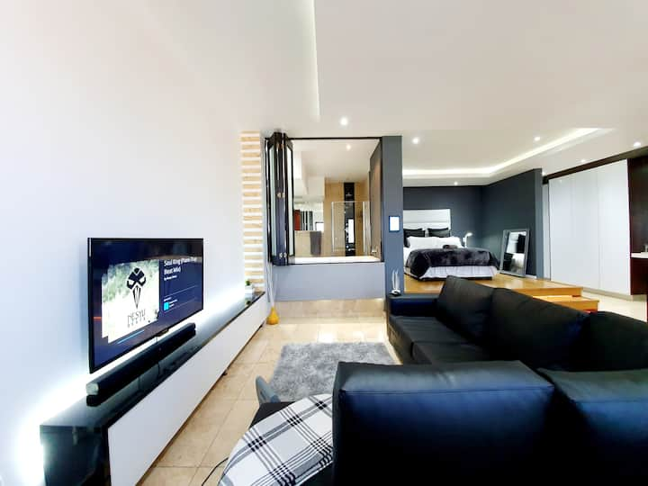 JOHANNESBURG'S EXECUTIVE NEW YORK STYLE SUITE
