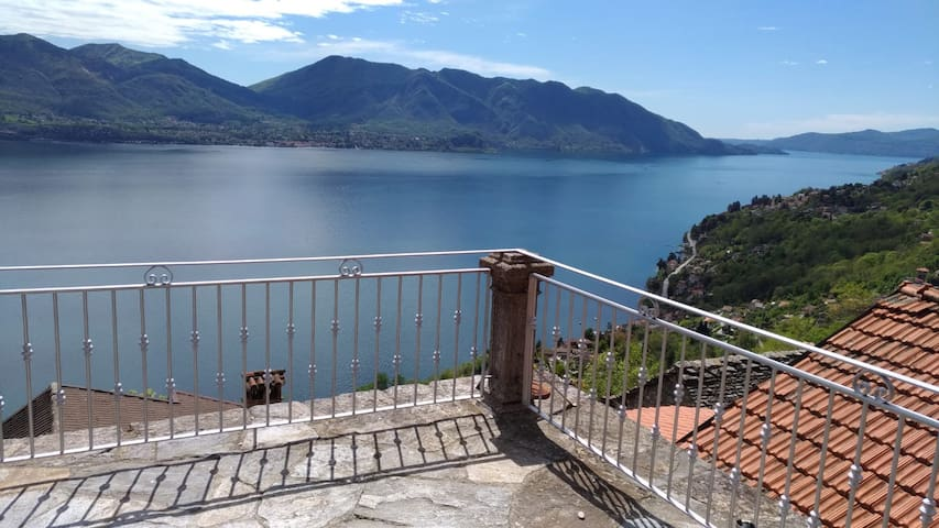 Lago Maggiore mit traumhaftem Panoramablick