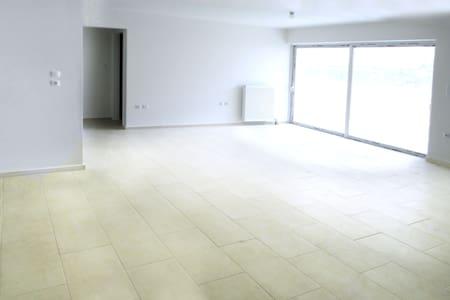 Φωτεινό Διαμέρισμα με απεριόριστη θέα Κορυδαλλός - Pireas
