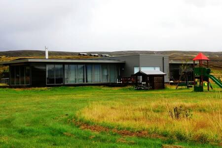 Luxurious Golden Circle Lakehouse - Þingvellir  - Hytte