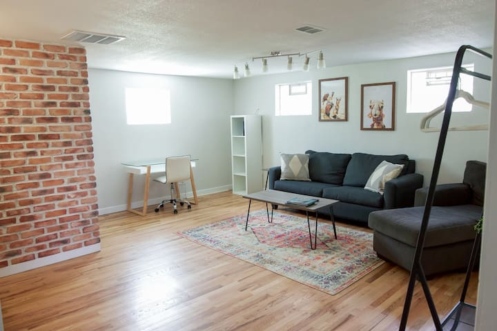Clean & Cozy - Private Suite